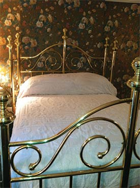 905 Royal guest room